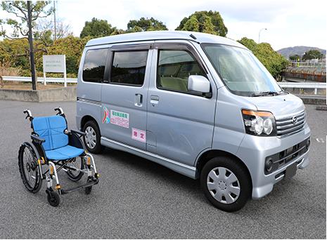 介護タクシーと車椅子